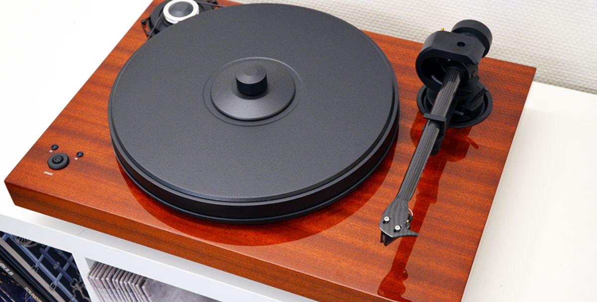 Win a 1200€ worth turntable with Diggers Factory and Pro-Ject !